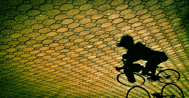07_i-mag photography magazine_Edwin Villegas_shadow bicycle street